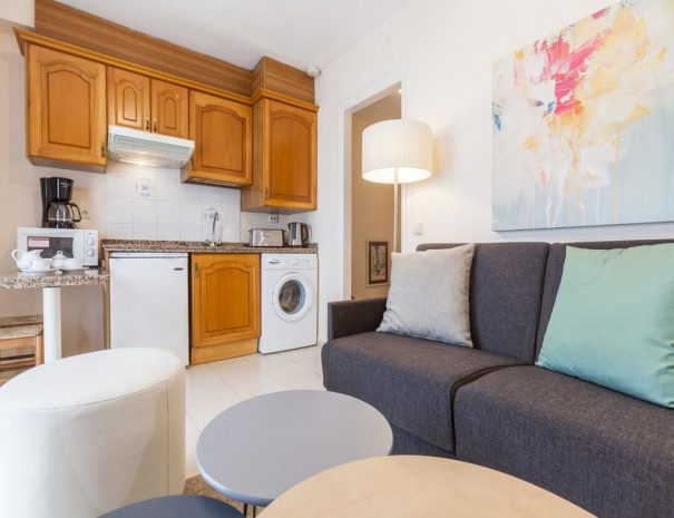 Select Marina Park Living and kitchenette - Copy
